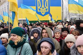 Верующие на «объединительном соборе» на Софийской площади в Киеве, 15 декабря 2018 года