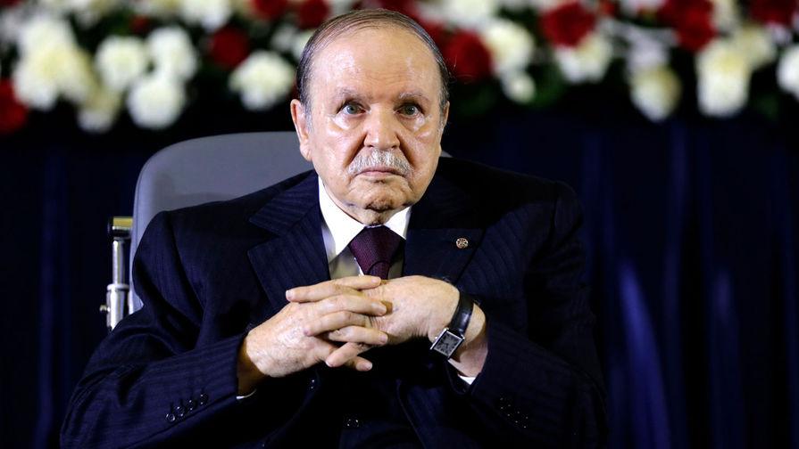 В Алжире утвердили отставку президента