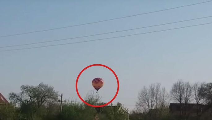 «Она была вся белая»: воздушный шар с ребенком рухнул на дом