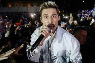 Певец Дима Билан выступает на бесплатном концерте на площади Куйбышева в Самаре, 29 сентября 2019 года