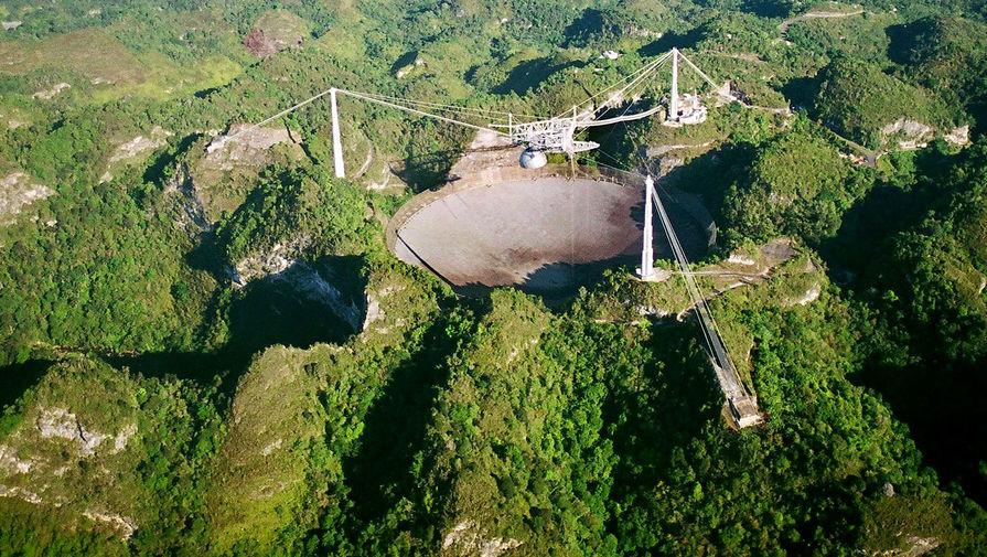 Вид на радиотелескоп «Аресибо», 2003 год
