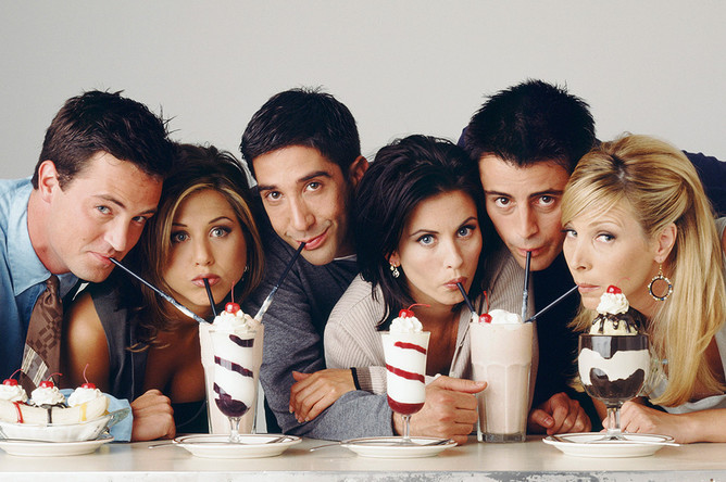 <b>«Друзья»</b>. Ситком о шестерых молодых людях из Нью-Йорка пользовался заслуженной популярностью все десять лет, что шел на NBC, а посмотреть на его финал у телевизоров собрались 52,5 млн человек. Сыгравшие в сериале актеры (Дженнифер Энистон, Кортни Кокс, Лиза Кудроу, Мэттью Перри, Мэтт Леблан, Дэвид Швиммер) до сих пор больше известны публике именно благодаря «Друзьям» — хотя у той же Энистон кинокарьера после завершения шоу сложилась довольно удачно.