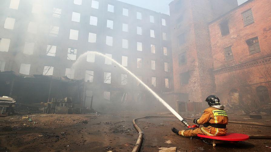 Последствия пожара на «Невской мануфактуре» в Санкт-Петербурге, 13 апреля 2021 года