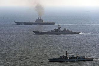 Британский эскадренный миноносец St Albans сопровождает российские корабли в Ла-Манше, 25 января 2017 года