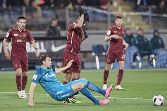 Артем Дзюба (в голубой форме) всегда удачно играет против «Рубина»