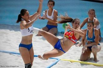Екатерина Королева (с мячом) в составе сборной России