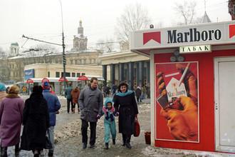 В 90-е Митт Ромни продвигал в России американские табачные компании