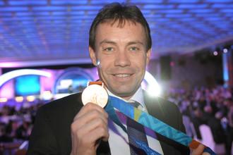 Велогонщик Вячеслав Екимов получил золотую медаль Афин-2004