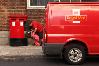Британское правительство выставляет на IPO контрольный пакет акций Королевской почты Royal Mail