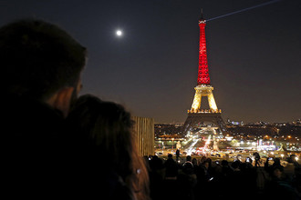 Эйфелеву башню в Париже подсветили в цвета флага Бельгии