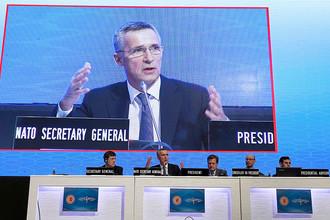 Генеральный секретарь НАТО Йенс Столтенберг на заседании в турецком Стамбуле, 21 ноября 2016 года