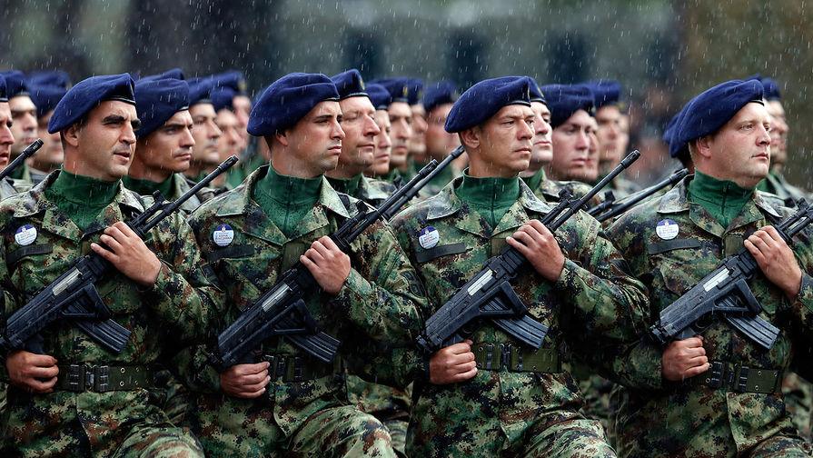 Сербские военнослужащие на параде в честь 70-летнего юбилея освобождения Белграда, 16 октября 2014 года