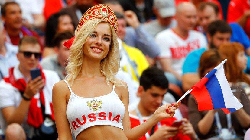 Почему ФИФА не понравились красивые болельщицы на трибунах