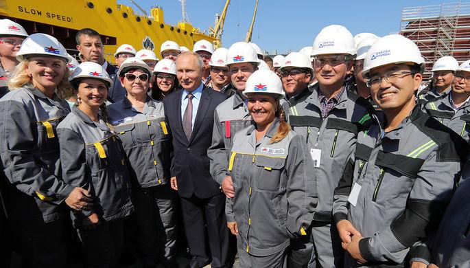Президент России Владимир Путин во время посещения судостроительного комплекса «Звезда» в Приморском крае, 11 сентября 2018 года