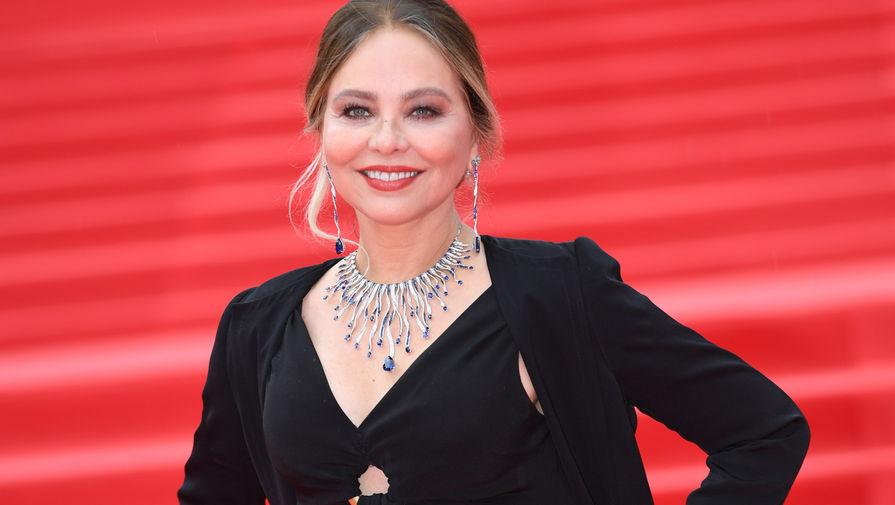 Член жюри фестиваля, итальянская актриса Орнелла Мути на церемонии закрытия 39-го Московского международного кинофестиваля, 2017 год