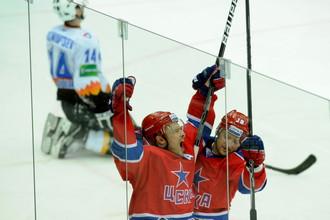 Денисов празднует заброшенную шайбу