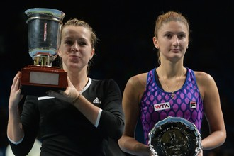 Анастасия Павлюченкова (слева) выиграла Кубок Кремля