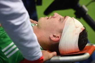 Травмированный голкипер сборной России Андрей Лунев