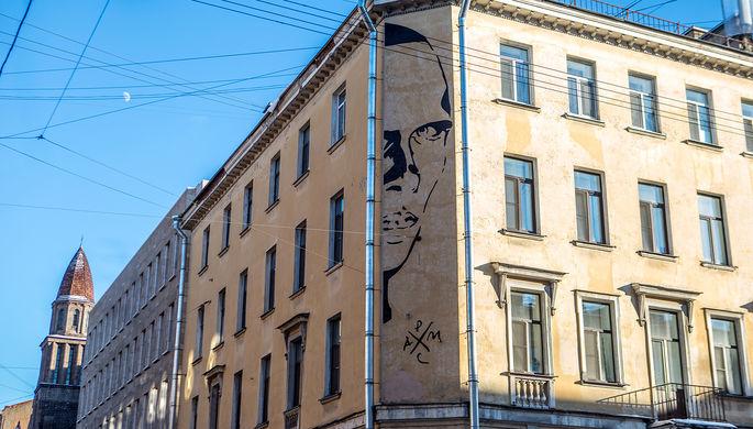 «Новый виток культуры»: смогут ли граффити известных людей заменить памятные таблички