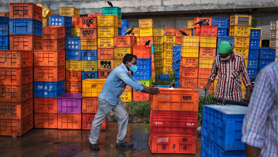 Работники рыбного рынка в Кочине, 22 апреля 2021 года