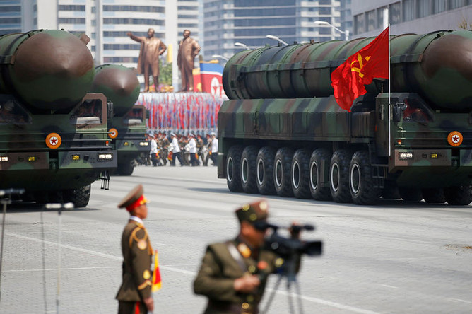 Ракетные комплексы КНДР во время военного парада в Пхеньяне, апрель 2017 года