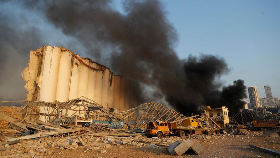 На месте взрыва в порту Бейрута, 4 августа 2020 года