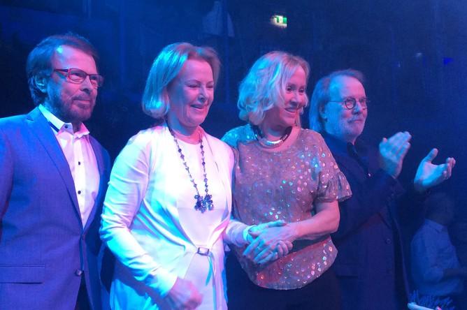 Участники группы ABBA на открытии ресторана Бьорна Ульвеуса