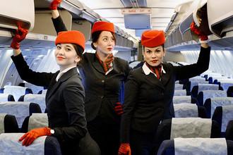 Стюардессы авиакомпании «Вим Авиа» в самолете Boeing 757-200, 2015 год
