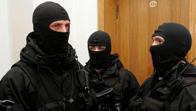 «Моральный террор»: что СБУ делала в офисе Медведчука