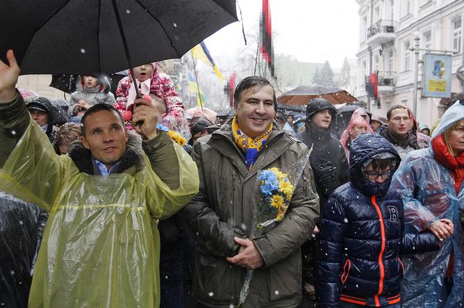 Сторонники бывшего губернатора Одесской области Михаила Саакашвили на «Марше возмущенных» в центре Киева