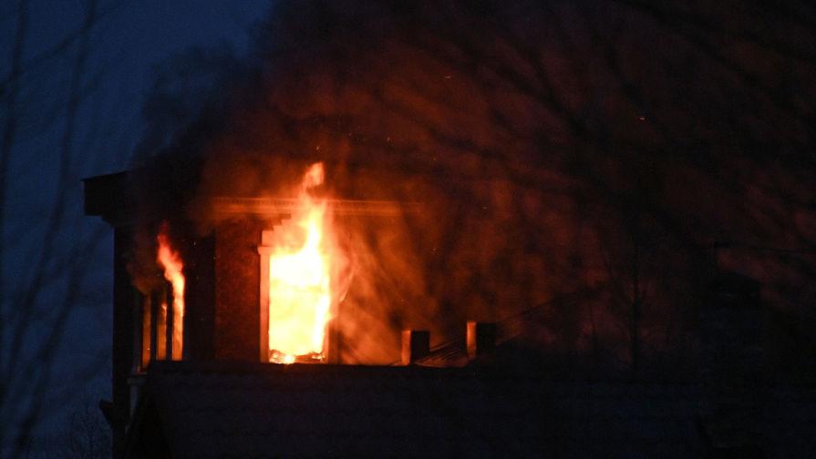 Возгорание в доме забаррикадировавшегося в Мытищах пенсионера, открывшего огонь по сотрудникам правоохранительных органов, 30 марта 2021 года