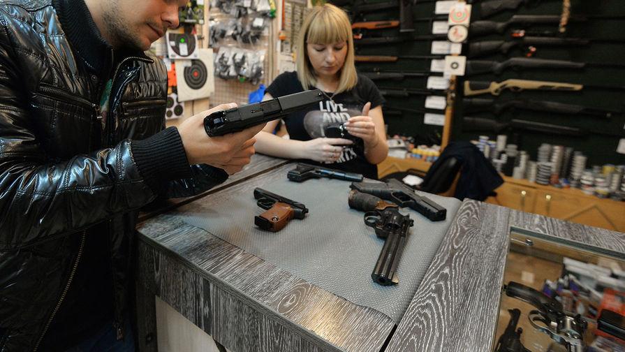 В Госдуме поддержали проект о повышении возраста для покупки оружия