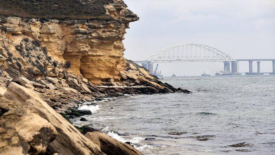 В Керченском проливе село на мель судно с металлом