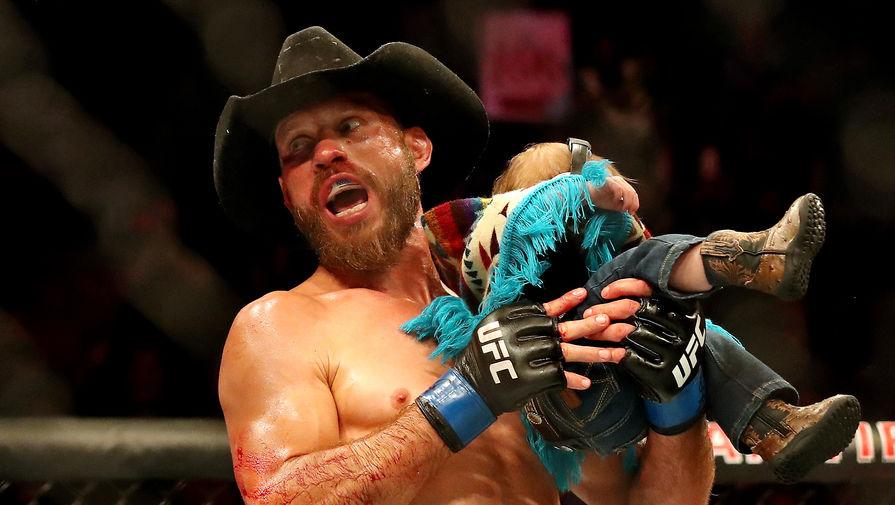 Боец Дональд Серроне после победы над Элом Яквинтой на UFC Fight Night 151.