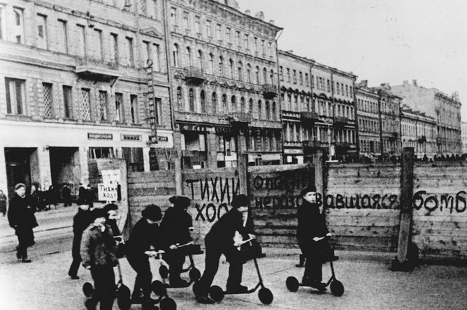 Ленинградские дети. 1942 год