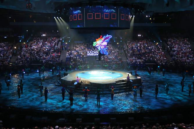 Во время церемонии открытия 16-го чемпионата мира ФИНА по водным видам спорта в Ледовом дворце «Татнефть Арена»