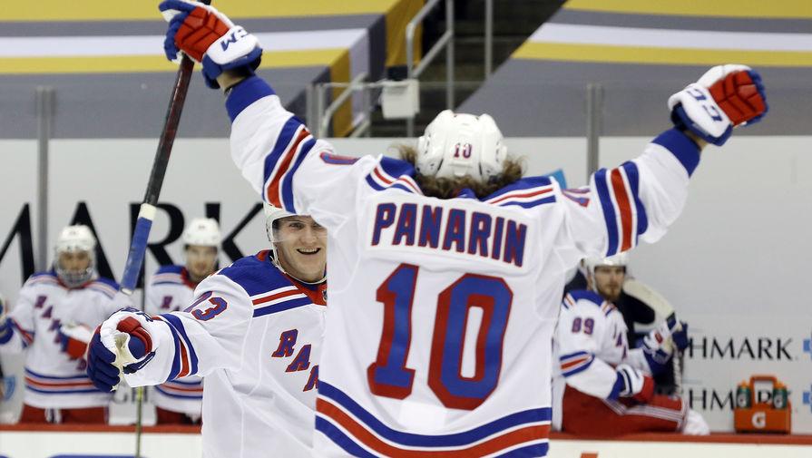 Российский нападающий «Нью-Йорк Рейнджерс» Артемий Панарин радуется голу в матче НХЛ против «Питтсбург Пингвинз».