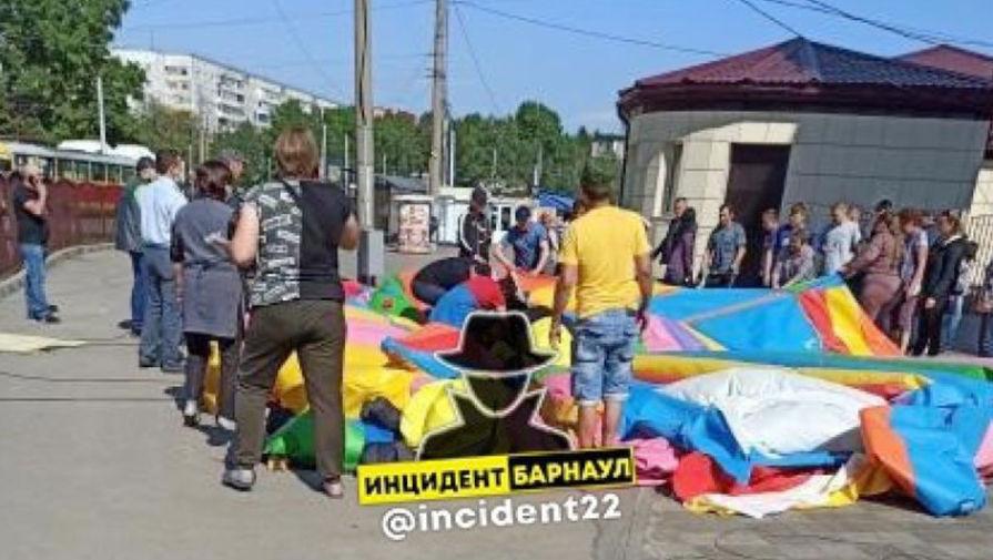 Момент инцидента с батутом в Барнауле попал на видео