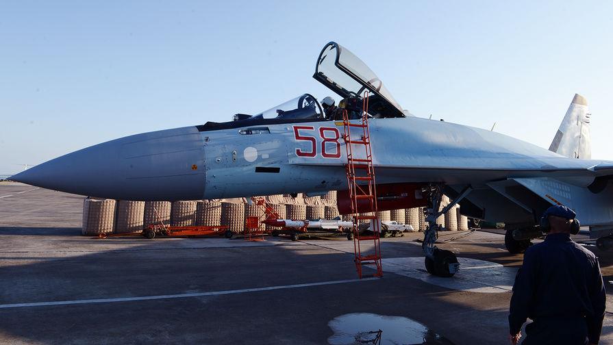 Подготовка к вылету на задание истребителя Су-35С, авиабаза Хмеймим в Сирии, 21 апреля 2018 года