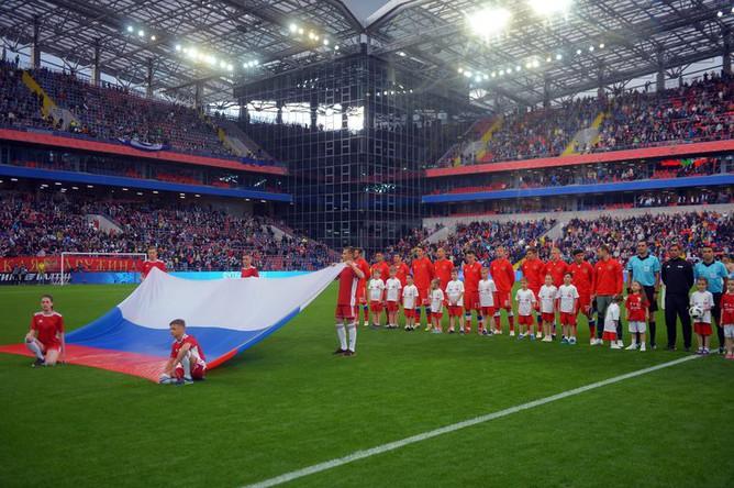 Игроки сборной России перед началом товарищеского матча с командой Турции