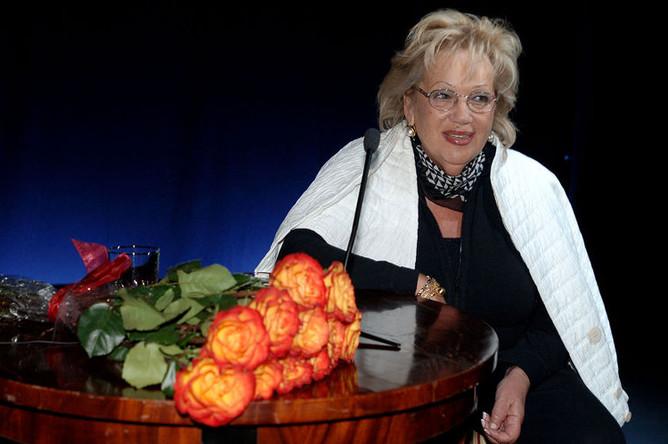 Галина Волчек во время своего творческого вечера в театре «Современник», 2006 год