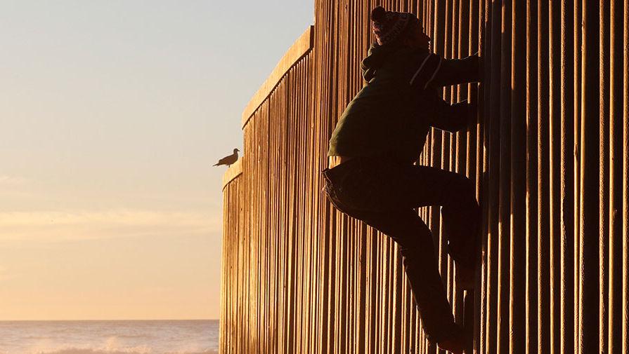 Пентагон дал денег на строительство стены между США и Мексикой