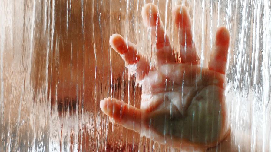 Взаперти с трупом: ребенок два дня просидел с мертвым отцом