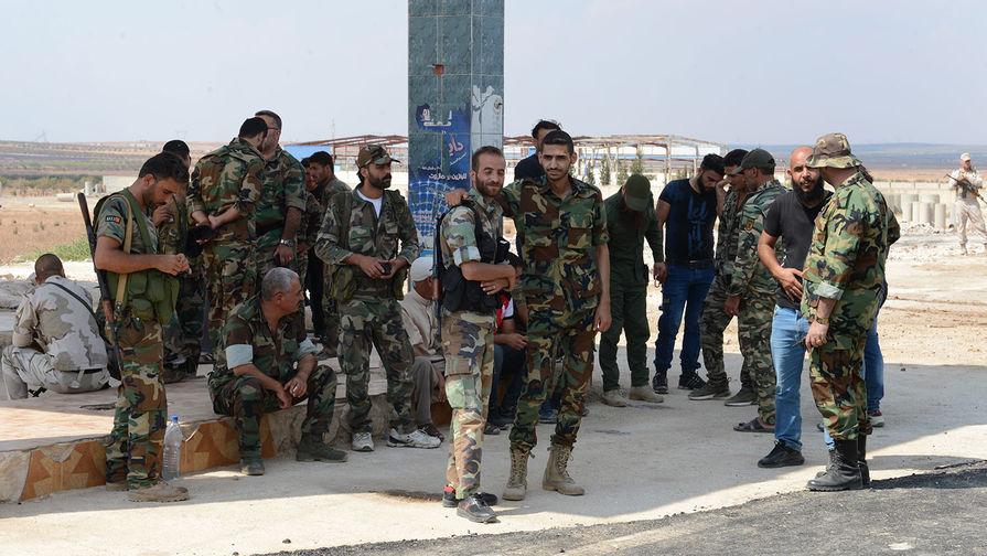 Сирийские военные на пункте пропуска беженцев «Суран»