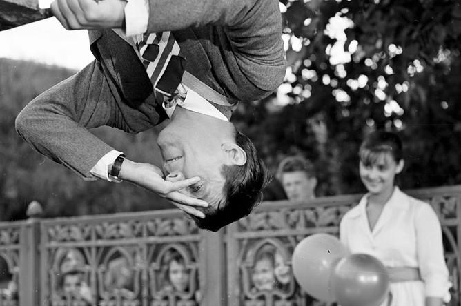 Людмила Марченко в роли Маши и Жан Рошфор в роли Фернана в фильме «Леон Гаррос ищет друга», 1960 год