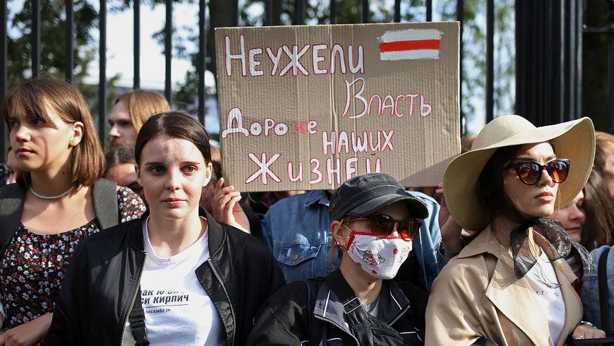 Участники студенческой акции протеста в Минске, 1 сентября 2020 года