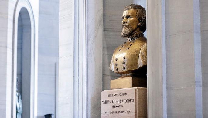 «Памятник белому превосходству»: из Капитолия Теннесси вынесут лидера Ку-клукс-клана