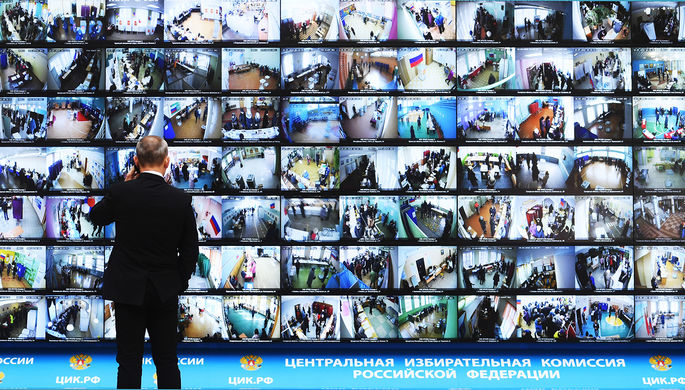 Трансляция голосования избирателей на выборах президента РФ с видеокамер, установленных на...