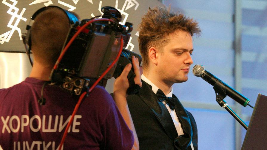 Телеведущий Александр Пушной во время съемок программы «Хорошие шутки» в театре на Малой Бронной, 2006 год