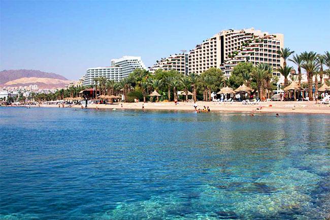 Эйлат- самый южный город Израиля, он расположен на побережье Красного моря, и очень популярен у туристов, в том числе российских